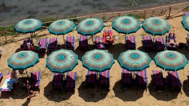 Tutto pronto per spiaggia sul Tevere