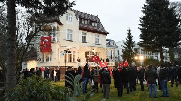 Most Turks well integrated in Germany, govt says after Ozil's racism comments