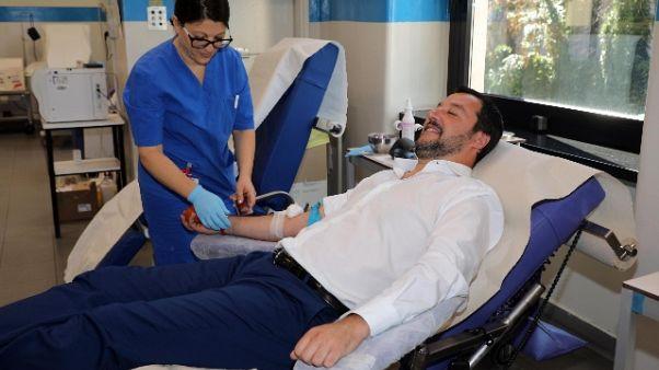 Salvini dona sangue in sede Avis Milano