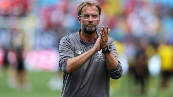 كلوب يقول إن ليفربول تحت الضغط للفوز بالألقاب