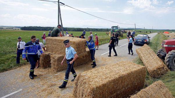توقف المرحلة 16 لسباق فرنسا للدراجات بسبب احتجاجات لمزارعين