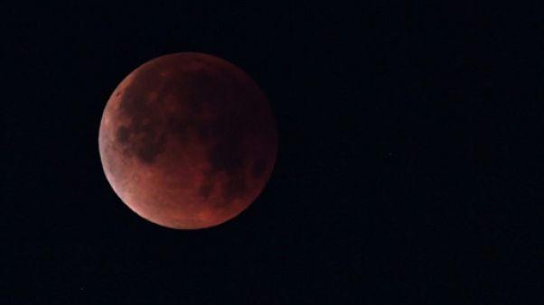 Eclipse de lune vue depuis Los Angeles le 31 janvier 2018