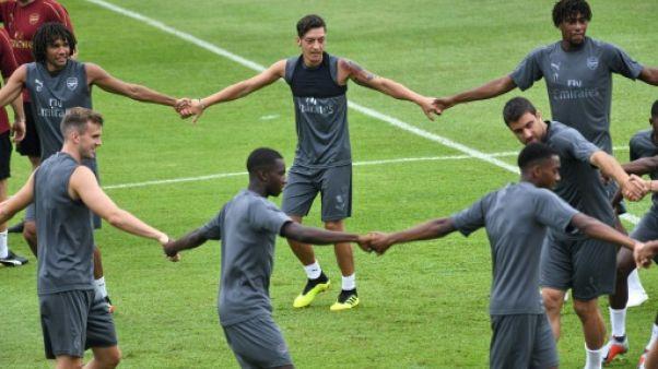 """Emery: Özil """"est respecté par tous les joueurs"""" d'Arsenal"""