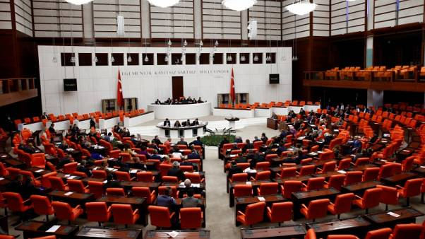 البرلمان التركي يقر قانونا أمنيا يحل محل حالة الطوارئ