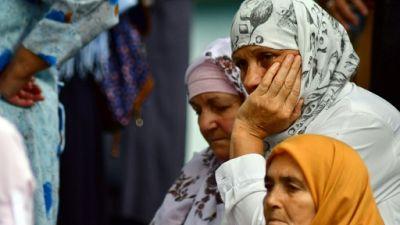 """Des centaines de Bosniaques pleurent une des """"mères"""" de Srebrenica"""