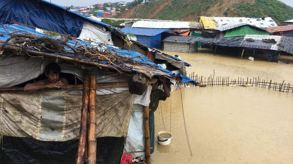 مقتل 5 أطفال في انهيارات أرضية وسيول بجنوب شرق بنجلادش