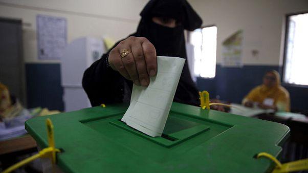 مسؤول: لا مؤامرة في تأخير نتائج الانتخابات الباكستانية