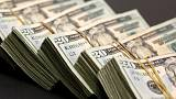 الدولار يسجل أعلى مستوى في 5 أيام قبيل بيانات الناتج المحلي الأمريكي