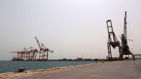 التحالف بقيادة السعودية يشن غارات جوية على ميناء الحديدة اليمني