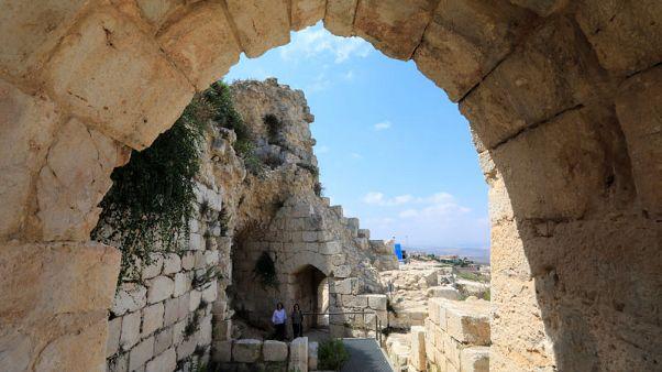 إضاءة ثلاثية الأبعاد تروي سيرة قلعة الشقيف في افتتاح مهرجان لبناني