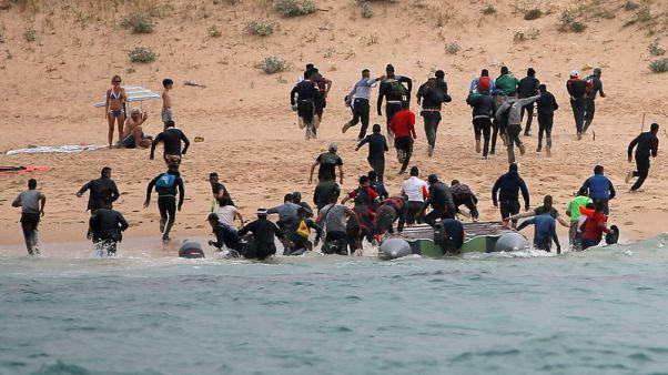 وصول أكثر من 30 مهاجرا لشاطئ إسباني وفرارهم من الشرطة
