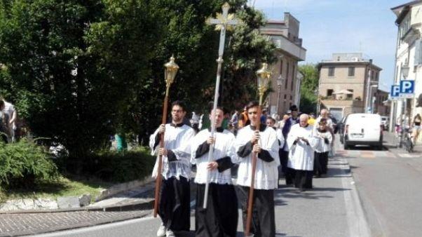 """Gay, a Rimini """"processione riparatrice"""""""