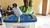 Une Malienne vote le 29 juillet 2018 à Bamako