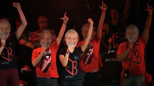"""Brésil: des milliers de personnes au """"Festival Lula Libre"""", avec Chico Buarque et Gilberto Gil"""