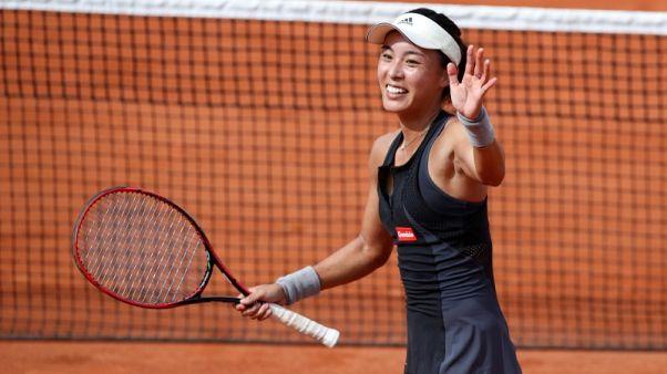 الصينية وانغ تحرز لقبها الأول في التنس بعد انسحاب تشينغ