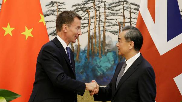 China tempts Britain with free trade, says door to U.S. talks open
