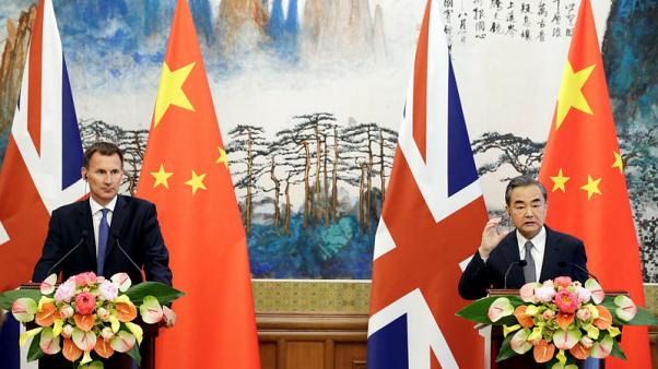 الصين تعرض على بريطانيا عقد محادثات بشأن إبرام اتفاق للتجارة الحرة