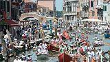 A Venezia stop a kayak in Canal Grande