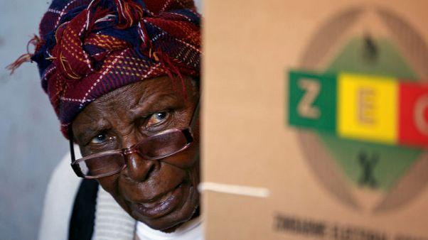 زيمبابوي تبدأ فرز الأصوات في أول انتخابات بعد عهد موجابي