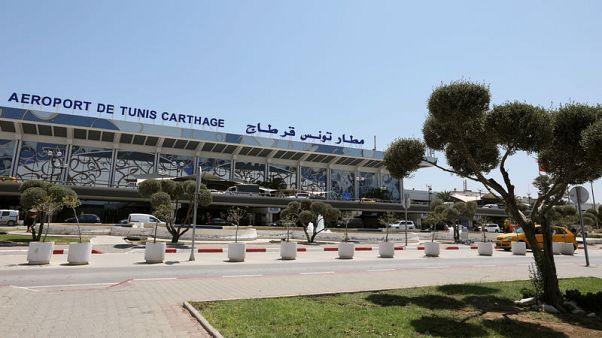 العاملون بمطارات تونس يهددون بالإضراب في ذروة الموسم السياحي