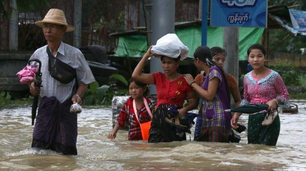 سيول ميانمار تجبر أكثر من 100 ألف على الفرار من منازلهم
