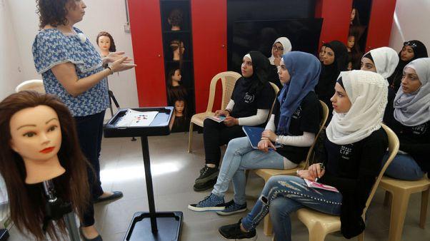 مدرسة لتعليم تصفيف الشعر تحقق حلم الاستقلال لبعض اللاجئات السوريات