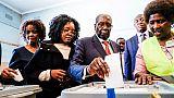 Eclipsé du pouvoir en novembre, Mugabe vote sous le feu des projecteurs