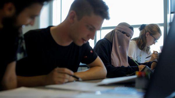 جريمة أم حق؟ مسلمات في الدنمرك يقررن تحدي حظر النقاب