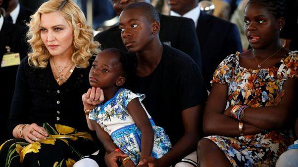 مادونا تبدأ حملة لجمع تبرعات للأطفال في مالاوي بمناسبة عيد ميلادها الستين