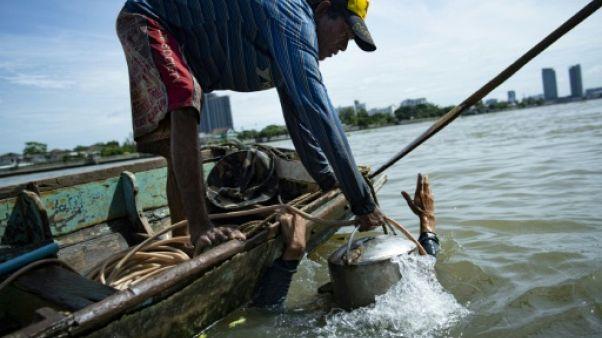 Des Indiana Jones thaïlandais sondent le fleuve de Bangkok