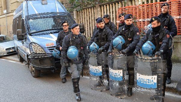 Polizia sgombera Lambretta a Milano