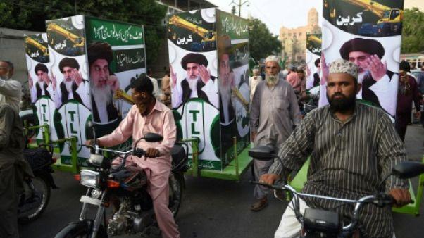 """Au Pakistan, la percée d'un parti """"anti-blasphème"""""""
