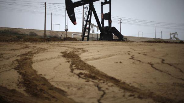 استطلاع-النفط سيظل مستقرا في 2019 مع تعويض أوبك وأمريكا تعطيلات المعروض