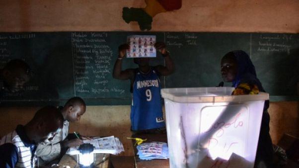 Décompte des voix dans un bureau de vote à Bamako, le 29 juillet 2018