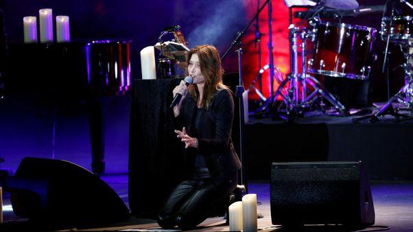 كارلا بروني تحيي ليلة حالمة في مهرجانات بيت الدين بلبنان بحضور ساركوزي