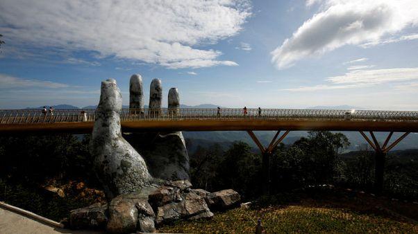 Handy engineering - Vietnam's 'Golden Bridge' has giant support