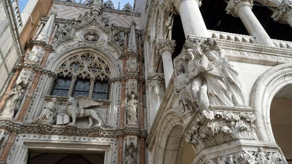 Venezia,scavi S.Marco,spuntano scheletri