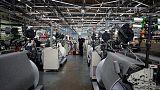 المصانع البريطانية تفقد قوة الدفع قبل قرار وشيك من المركزي بشأن الفائدة