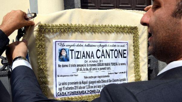 Tiziana, madre apre pagina Fb contro ex