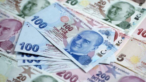 العملة التركية تهبط لمستوى قياسي منخفض جديد مقابل الدولار عند 5 ليرات