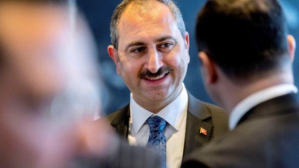 أمريكا تعاقب وزيرين تركيين بسبب احتجاز قس وأنقرة تهدد بالرد