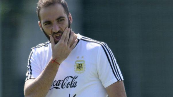 Transferts: Higuain arrive à Milan pour un échange à trois bandes