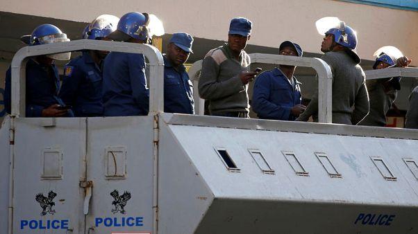جنود يأمرون المتاجر في عاصمة زيمبابوي بإغلاق أبوابها