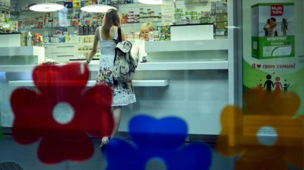 Une cliente dans une pharmacie à Minsk, le 29 juillet 2018 au Bélarus