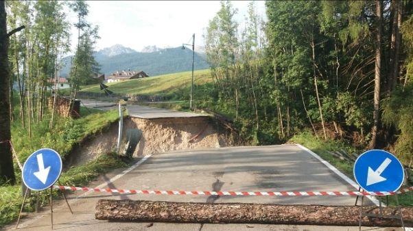 Bomba d'acqua a Cortina, crolla ponte