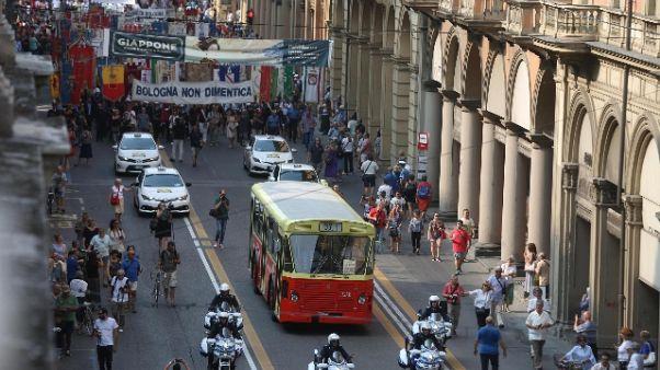 Strage Bologna, bus 37 'guida' il corteo