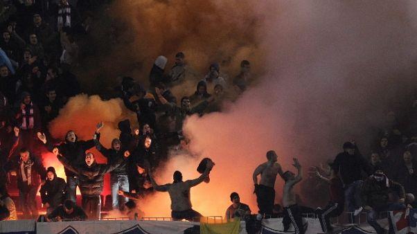 Tifosi croati rapinano stazione benzina