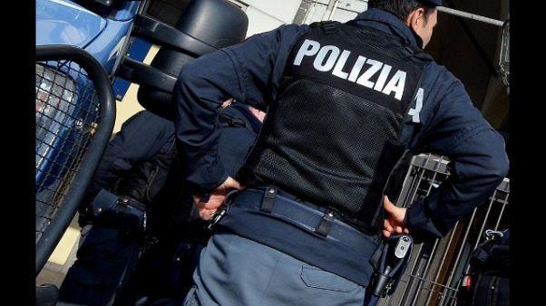 Tafferugli per striscione a Livorno