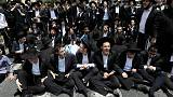 يهود متشددون يحتجون على تجنيدهم بالجيش الإسرائيلي ويشتبكون مع الشرطة