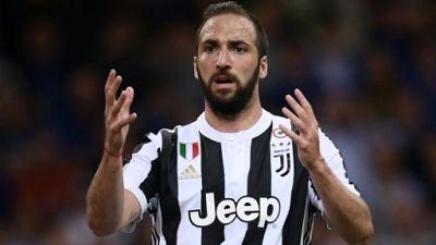 Italie: Bonucci rentre au bercail, l'AC Milan récupère Higuain